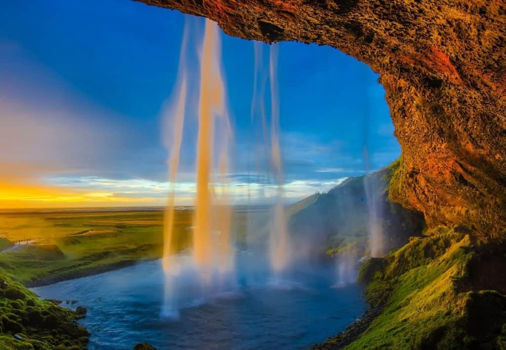 What are the natural world wonders?